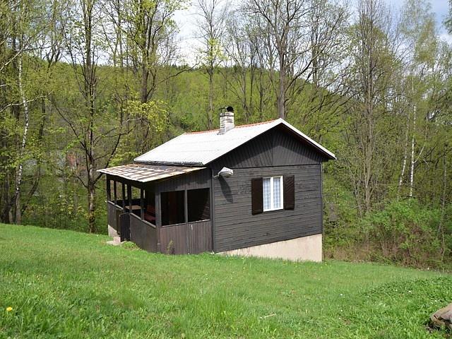 Prodej chaty 2+1 se zastřešenou verandou, Čeladná