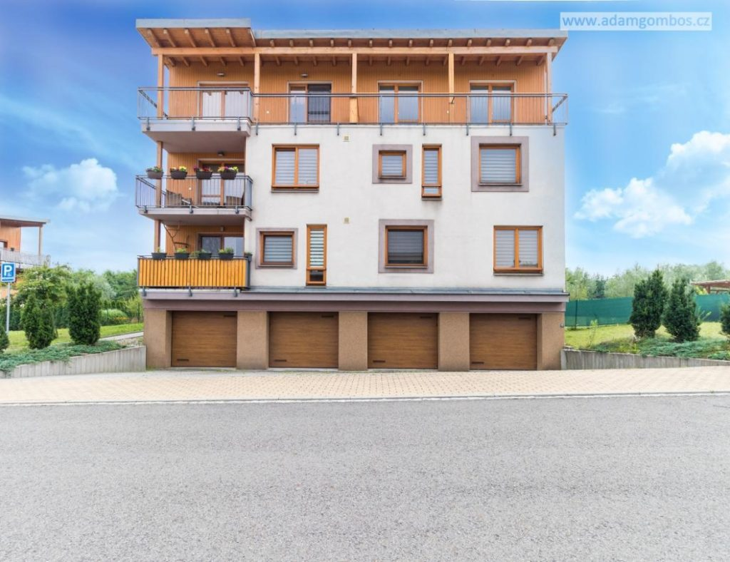 Prostorný mezonetový byt 4+kk s terasami a garáží, Ostrava