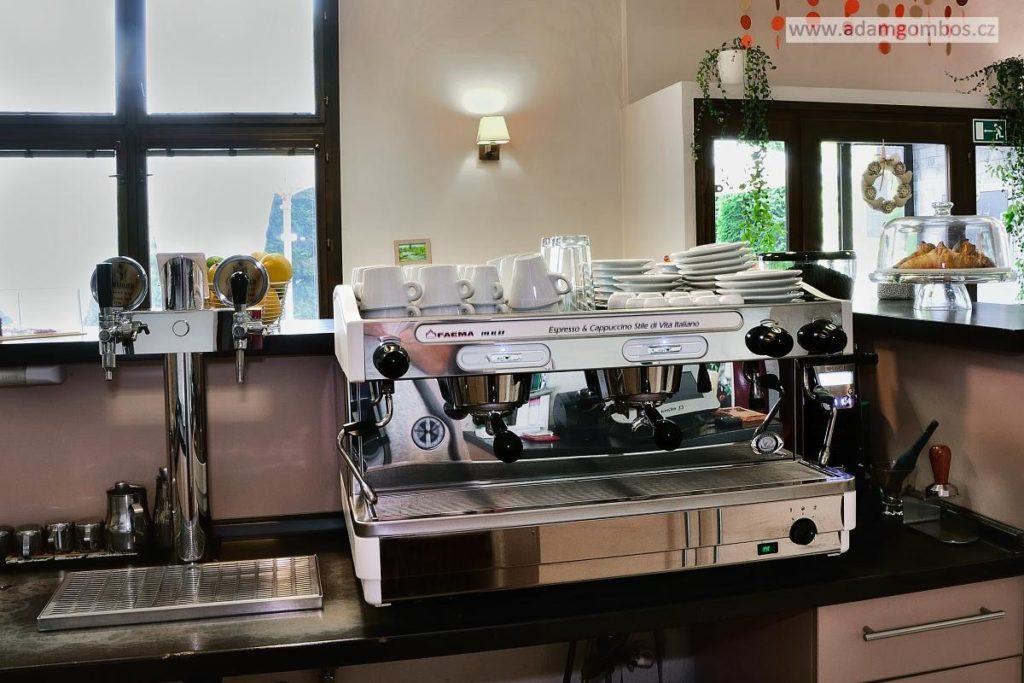 Přenechání pronájmu zaběhnuté kavárny, Havířov - Město
